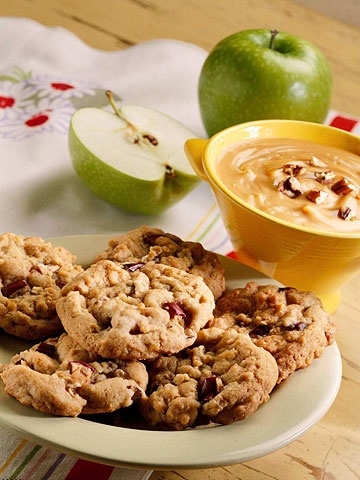 Savour the sweet flavours of autumn in these lovely Apple-Walnut Spice Cookies. #cookies #walnuts  #apples #fruit #food #dessert #baking #cooking #autumn #fall #cinnamon #nutmeg #cloves
