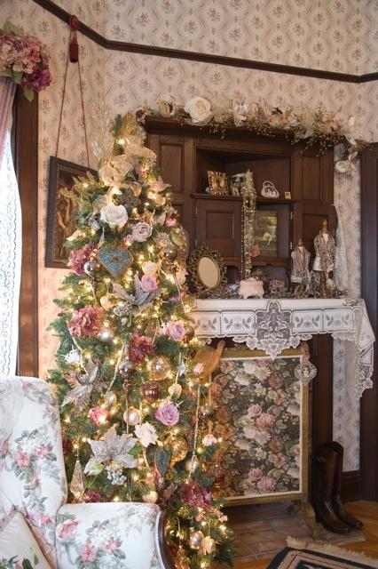 Master bed room tree