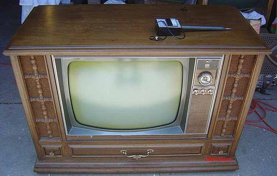 Console TV with only 3 channels