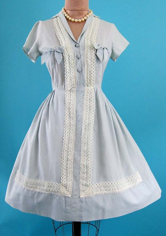 What a terrifically girly, flirty, fantastic 1950s summer dress. #dress #vintage #1950s #gingham #summer #fashion