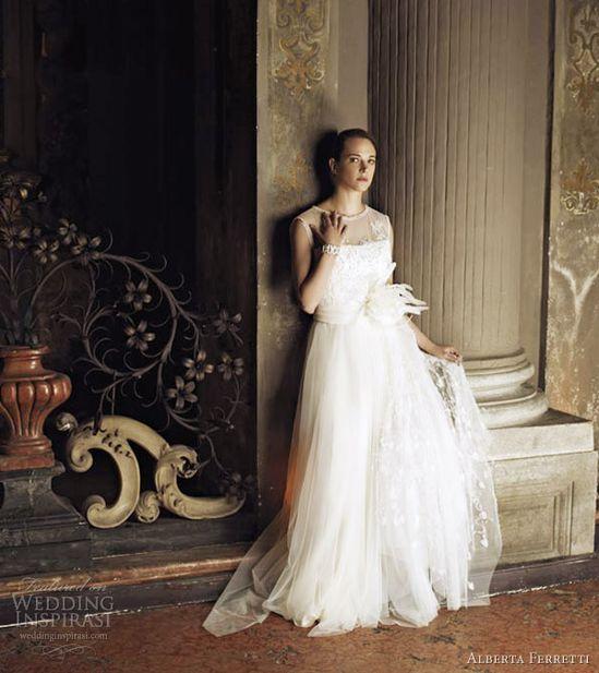 Vestido de Novia de la selección de Vestidos de Novia #VestidosDeNovia de la Finca para Bodas y Eventos Quinta del Alba #QuintaDelAlba #fincabodas #fincaeventos
