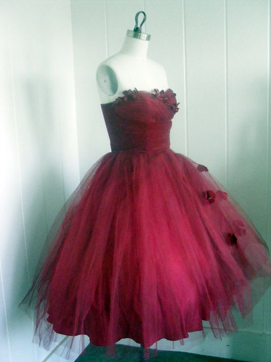 Wonderful color and design ~ 1950's Velvet & Tulle Party Dress