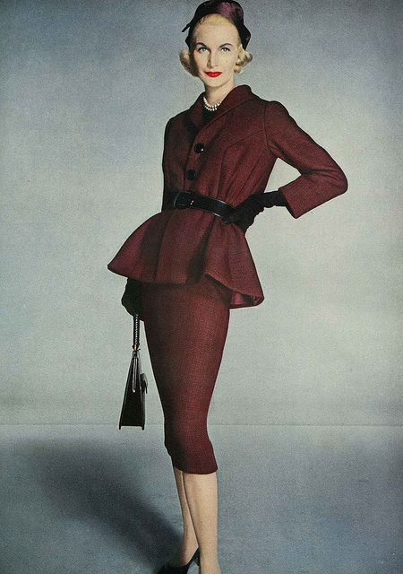 A piercingly sharp 1950s oxblood skirt suit. #vintage #fashion #1950s #suit