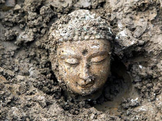 3,000 Ancient Buddhas Unearthed in China