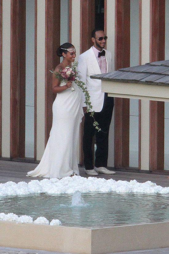 Alicia Keys and her innovative ivy arrangement! – Celebrity Wedding Bouquets