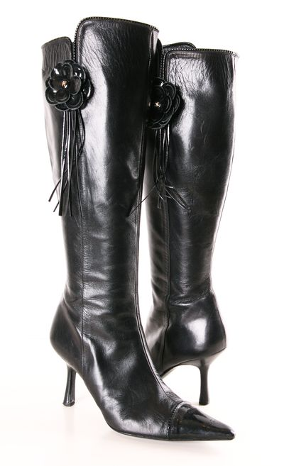 Chanel Boots ? L.O.V.E.