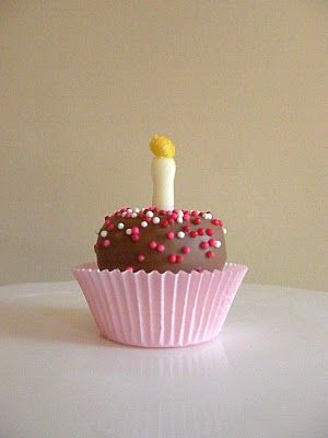 How to Dress Up a Marshmallow by icingdesignsonline: Adorable Happy Birthday Marshmallow! #Marshmallow #icingdesignsonline