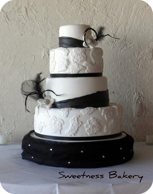 Vintage Wedding Cake ~ lovely!