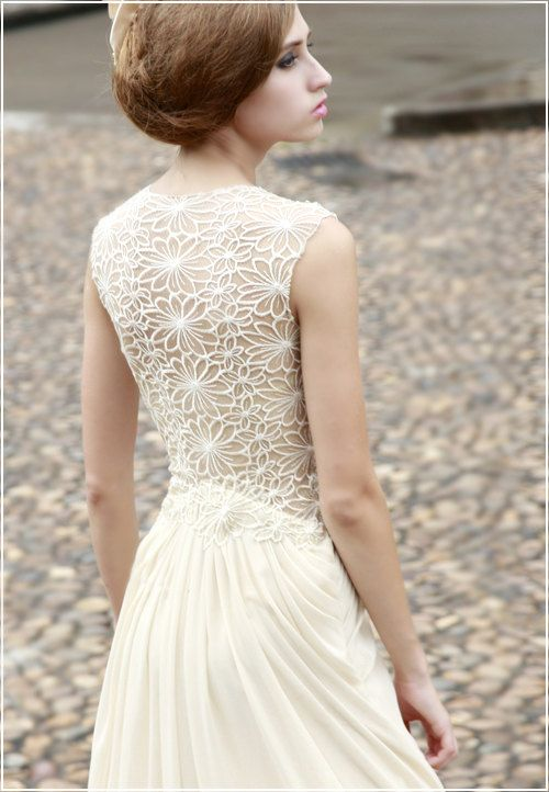 breathtaking bride and lace backed wedding dress