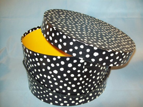 Black and White Vintage Hatbox