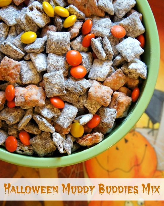 Spooky Snacks: Halloween Muddy Buddies Party Mix #recipe #Halloween