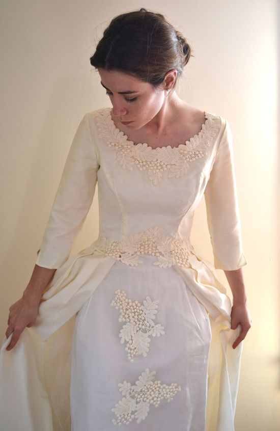 50s wedding dress / vintage 1950s wedding dress / 50s dress. $150.00, via Etsy.