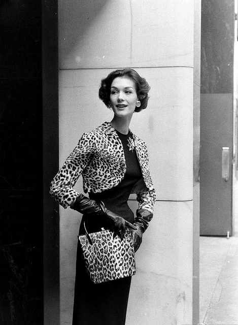 Just the right about of elegant, playfully alluring leopard print served up in glam 1957 style. #leopard #bolero #purse #gloves #model #vintage #retro #fashion #clothing #1950s