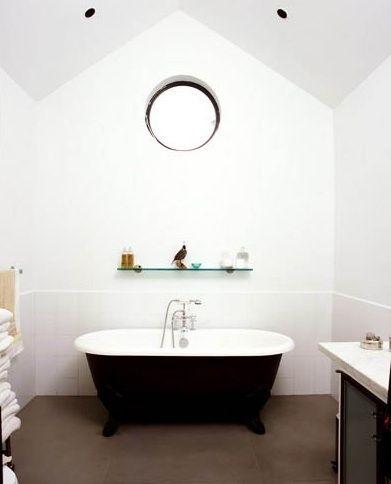 black claw foot tub,
