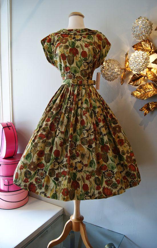 1950s Autumn Floral Dress #fashion #floral #dress #1950s #partydress #vintage #frock #retro #sundress #floralprint #petticoat #romantic #feminine