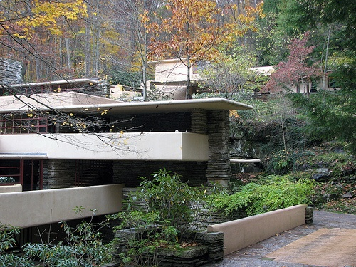 Fallingwater, Frank Lloyd Wright Love this home! Learned about it in a class & fell in love with it