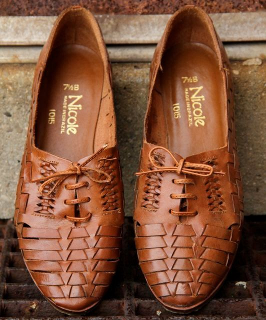 vintage 80s huarache oxford lace up flats, caramel color woven leather summer skimmers