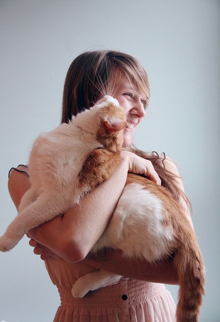 I would like to photograph some people being happy with their cat of cats.