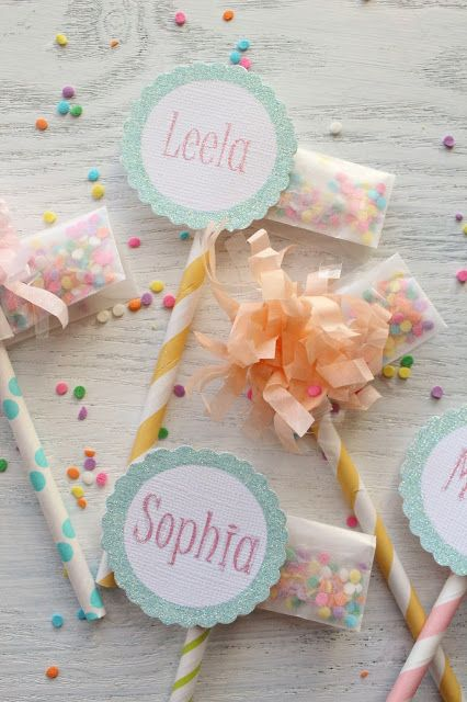 let you kids sprinkle their own cupcakes...put the sprinkle packet on the cupcake topper!