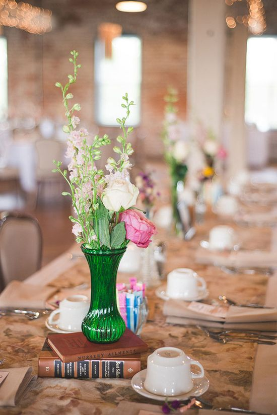 simple elegant flower arrangements  **What about green vase with white flowers?!