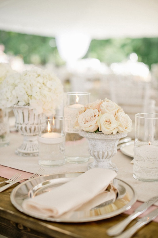 layered neutrals  Photography by harwellphotograph..., Floral Design   Wedding Day Coordination by everythingandmore...