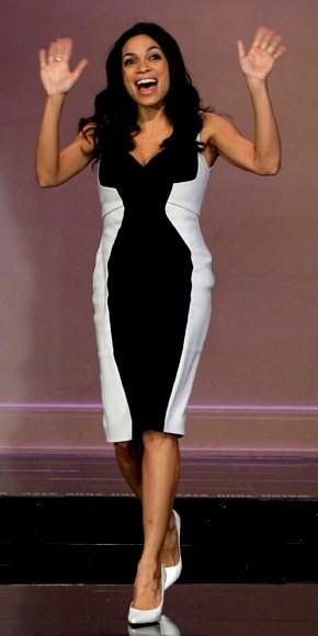 ROSARIO DAWSON    ¡Una famosa más que apuesta por la combinación del momento: el blanco y negro! Rosario combinó su vestido con zapatos blancos para aparecer en el Tonight Show with Jay Leno (NBC), donde promocionó su más reciente filme, Trance.
