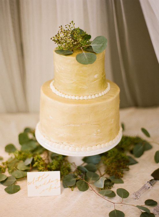 love the color of this wedding cake