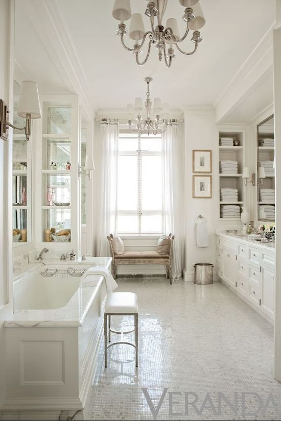 Another gorgeous all-white bathroom, I never tire of these!