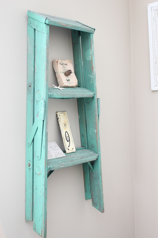 Love this turquoise ladder wall decor idea