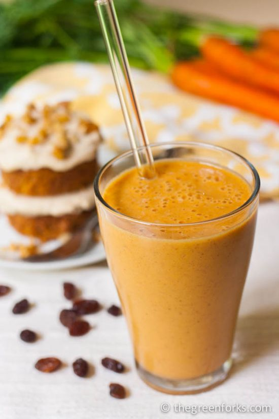 A dessert smoothie that can squeeze in your 2-3 cups/day servings of vegetables into ONE glass! CARROT CAKE SMOOTHIE!