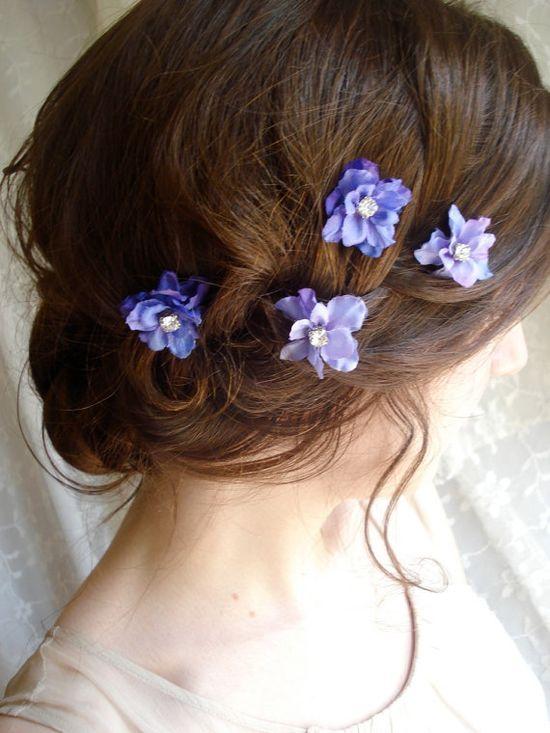 flowers in her hair - so pretty