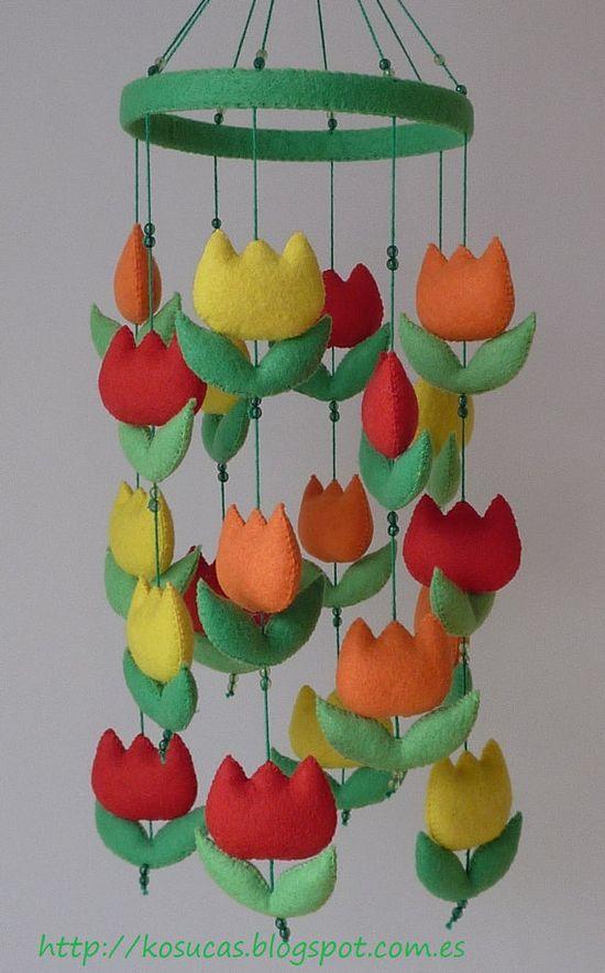 Felt mobile with tulips por Kosucas en Etsy, €42.00
