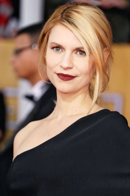 Deep, wine-soaked lips on Claire Danes at the SAG Awards 2013