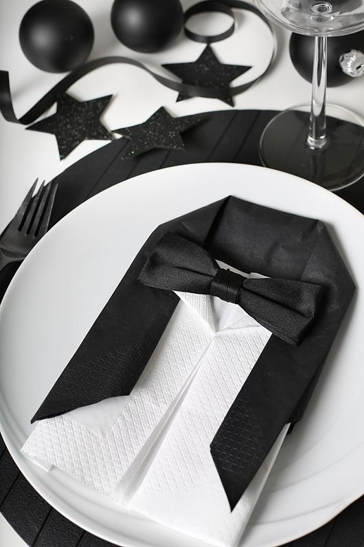 Black and white place setting