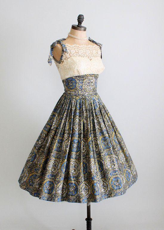 Vintage 1950s Tiki Print and Lace Pool Party Dress  #retro #vintage #feminine #designer #classic #fashion #dress #highendvintage