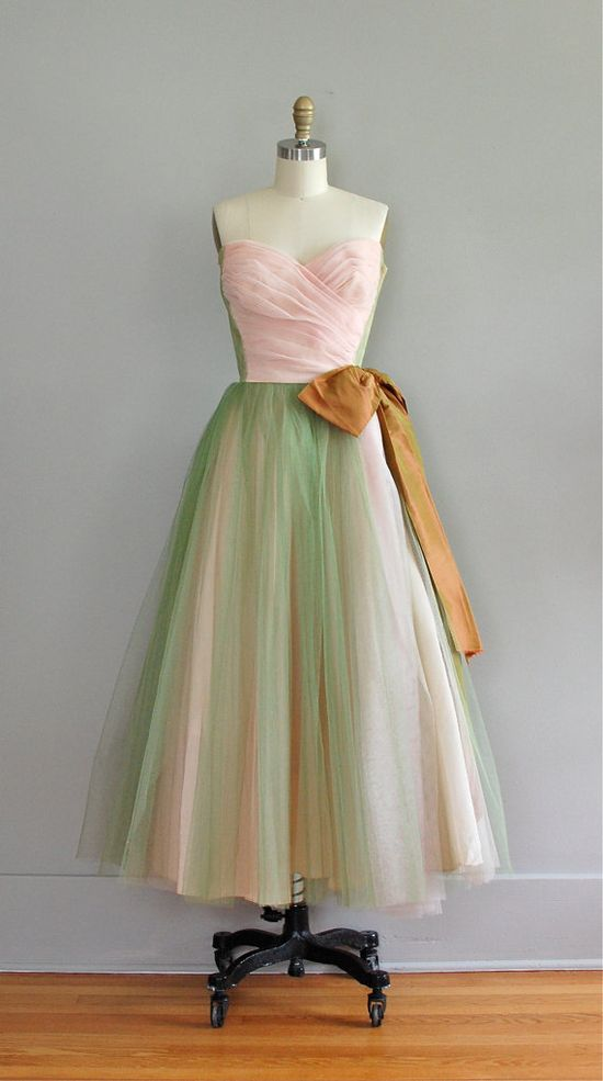 vintage 1950's #dress #1950s #partydress #vintage #frock #retro #teadress #petticoat #romantic #feminine #fashion