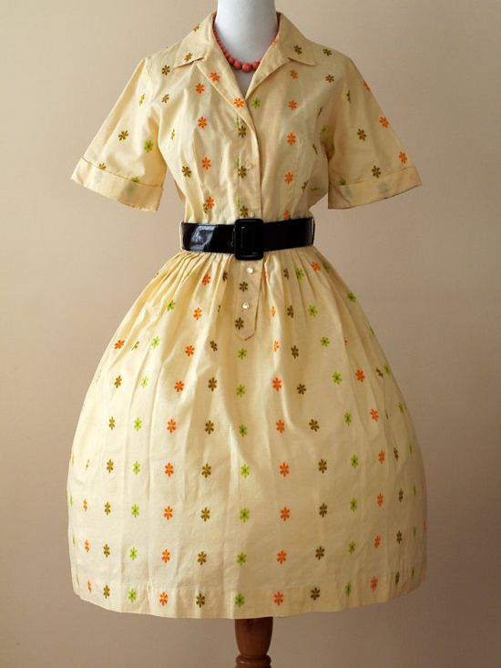 Such a charmingly fun autumn hue inspired 1950s shirtwaist dress. #vintage #1950s #dress #yellow #flowers #fashion