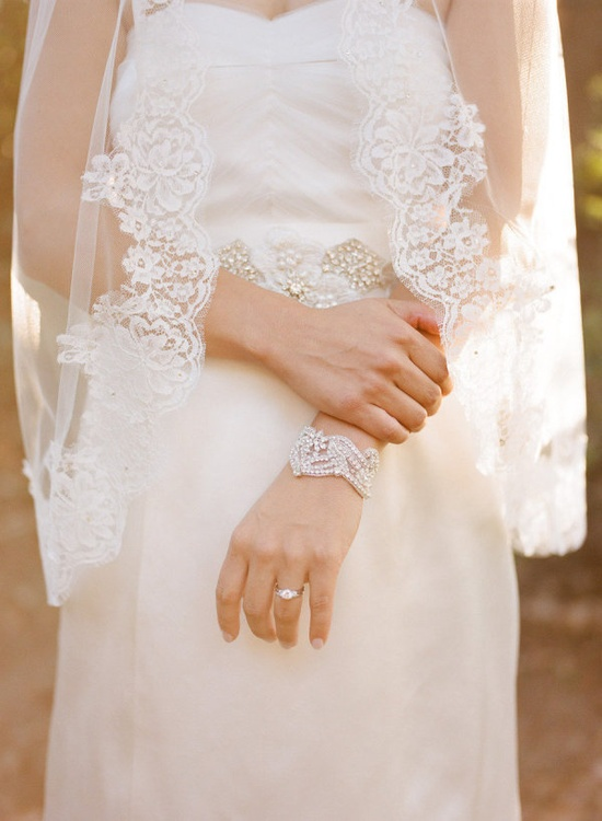 this Bride has great taste in accessories   Photography by erinheartscourt.com