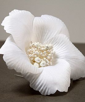 Single White Fantasy Bloom Floral Hair Accessory