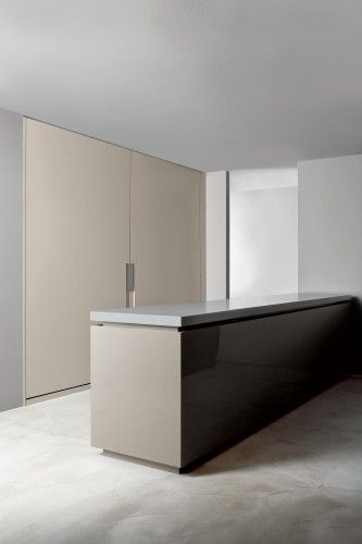 Straight lines and minimalist kitchen design by Weiss _