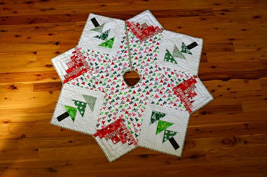 Christmas Tree Skirt by The Sometimes Crafter, via Flickr