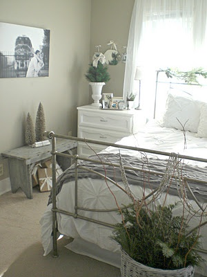 This is an adorable idea for a guest bedroom!