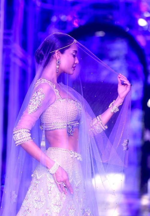 Sparkly veil - My wedding ideas