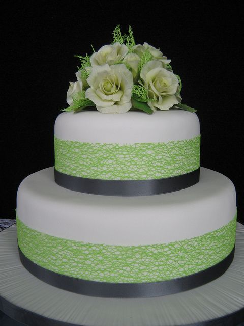 Lime and charcoal coloured wedding cake with pale creamy lime sugarpaste roses