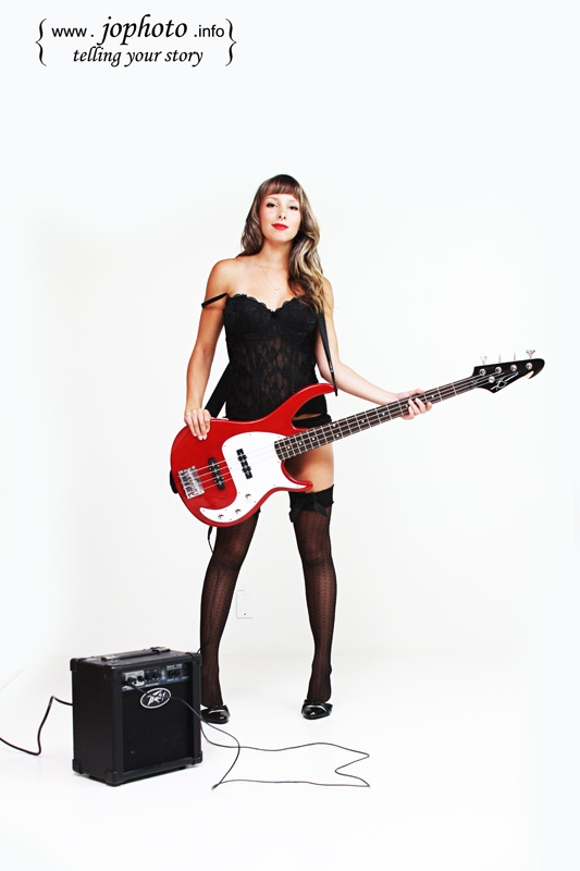 pin up guitar girl -