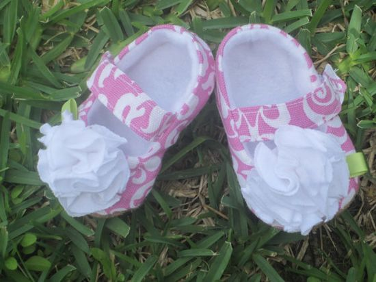 Baby girl maryjanes in pink damask infant shoes by bonniebluebelle, $22.00