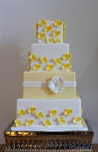Yellow Hydrangea Cake ... All  you need to plan your perfect  wedding ... itunes.apple.com/...  ?  The Gold Wedding Planner iPhone #App ? pinterest.com/... #Pastel #Pale #Yellow #Lemon #White #Wedding