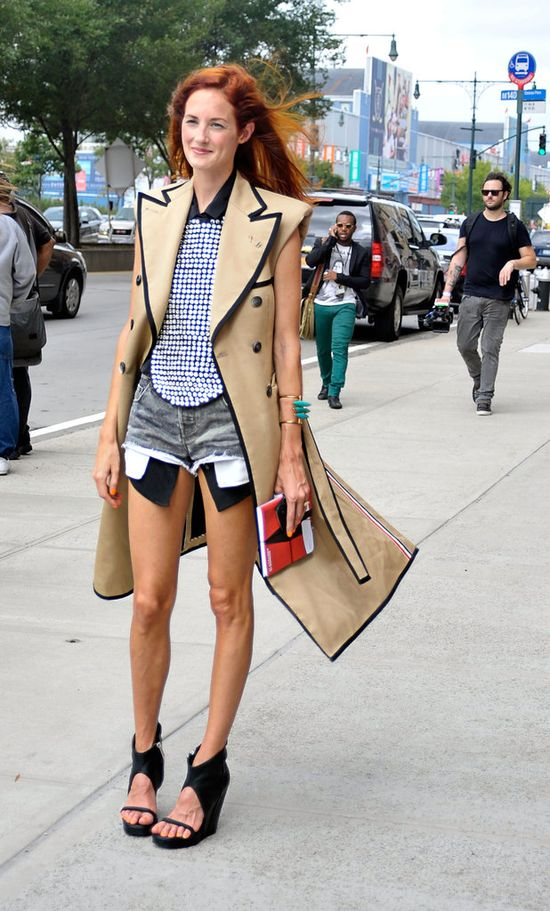 Taylor Tomasi Hill Street Style; Sleeveless Trench Coat