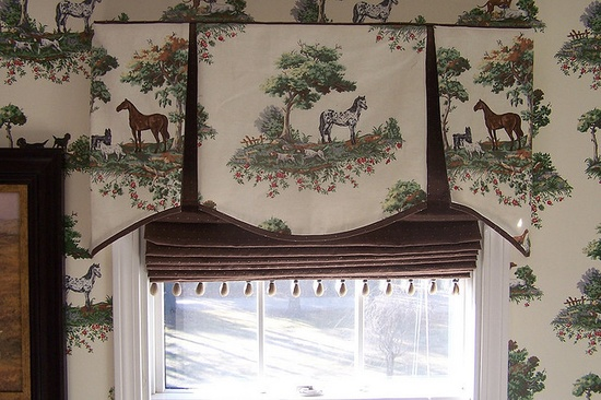 Pleated Valance with contrast pleats and matching roman blind.