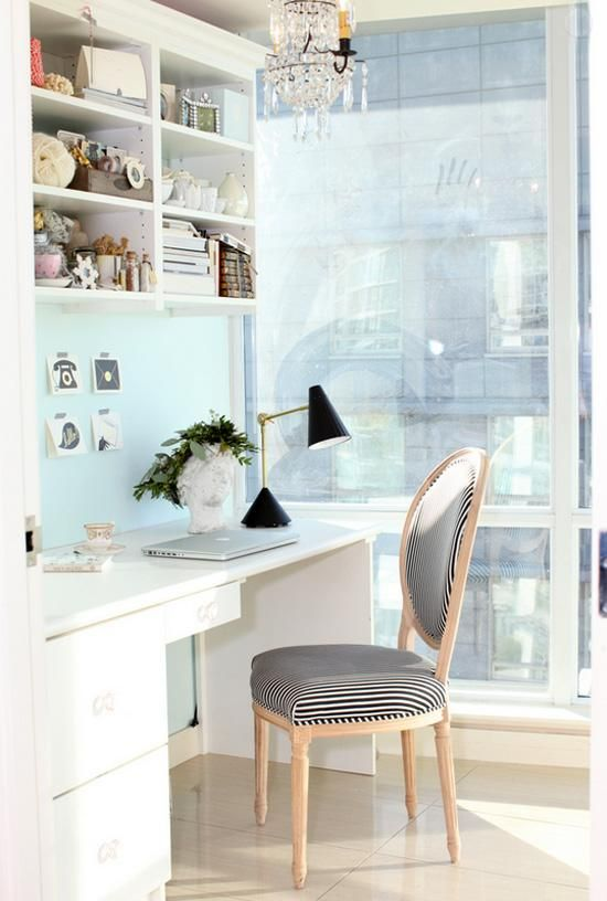 Phenomenal shabby-chic office space decor.